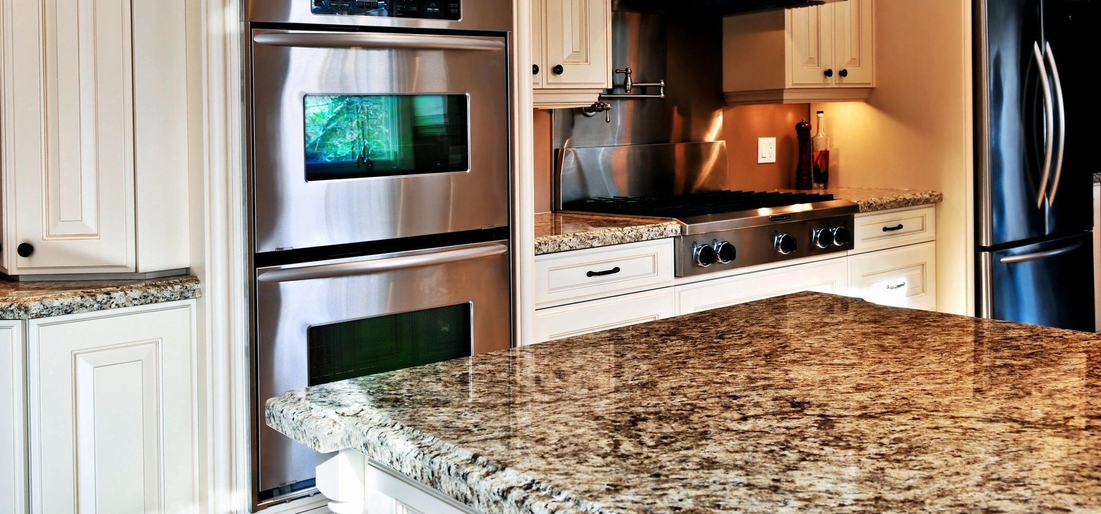 WE OFFER QUALITY STONES IN A WIDE VARIETY OF SIZES AND COLORS